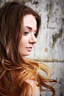 Rambut jika biasanya rambut diwarnai seluruhnya dengan warna yang