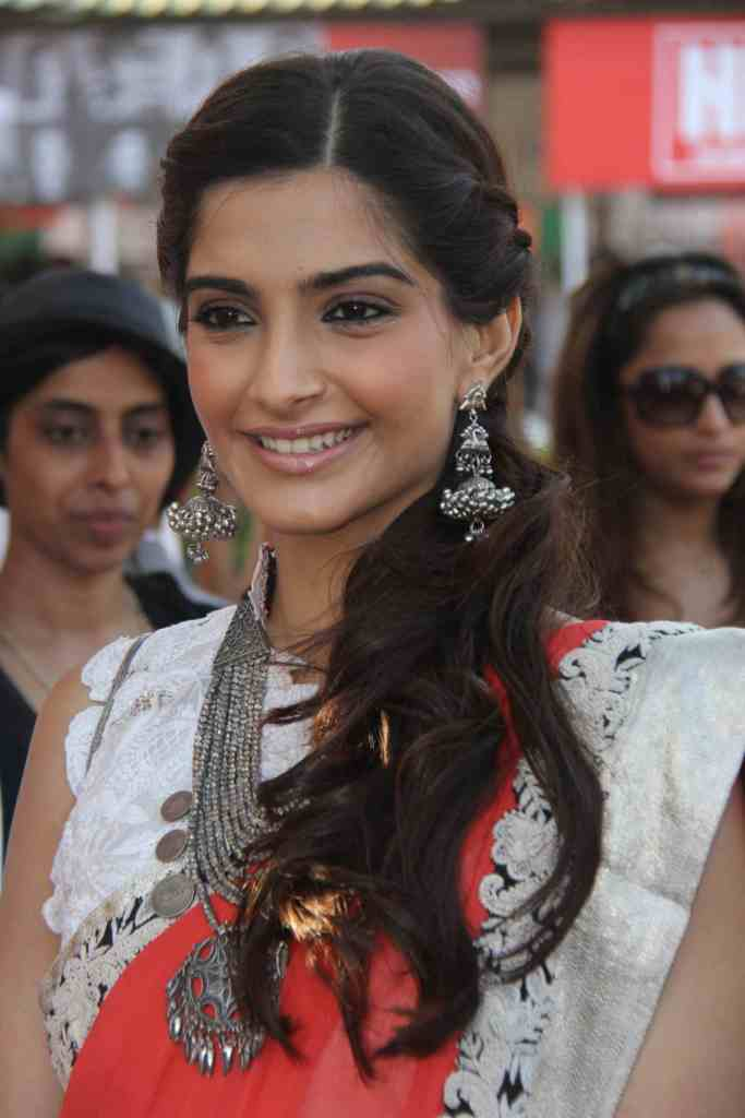  sonam kapoor hello classic race1 - Cute sonam kapoor at hello classic race