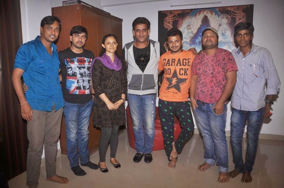 Ravi Kishan & Preeti Married anniversary Party Photo's