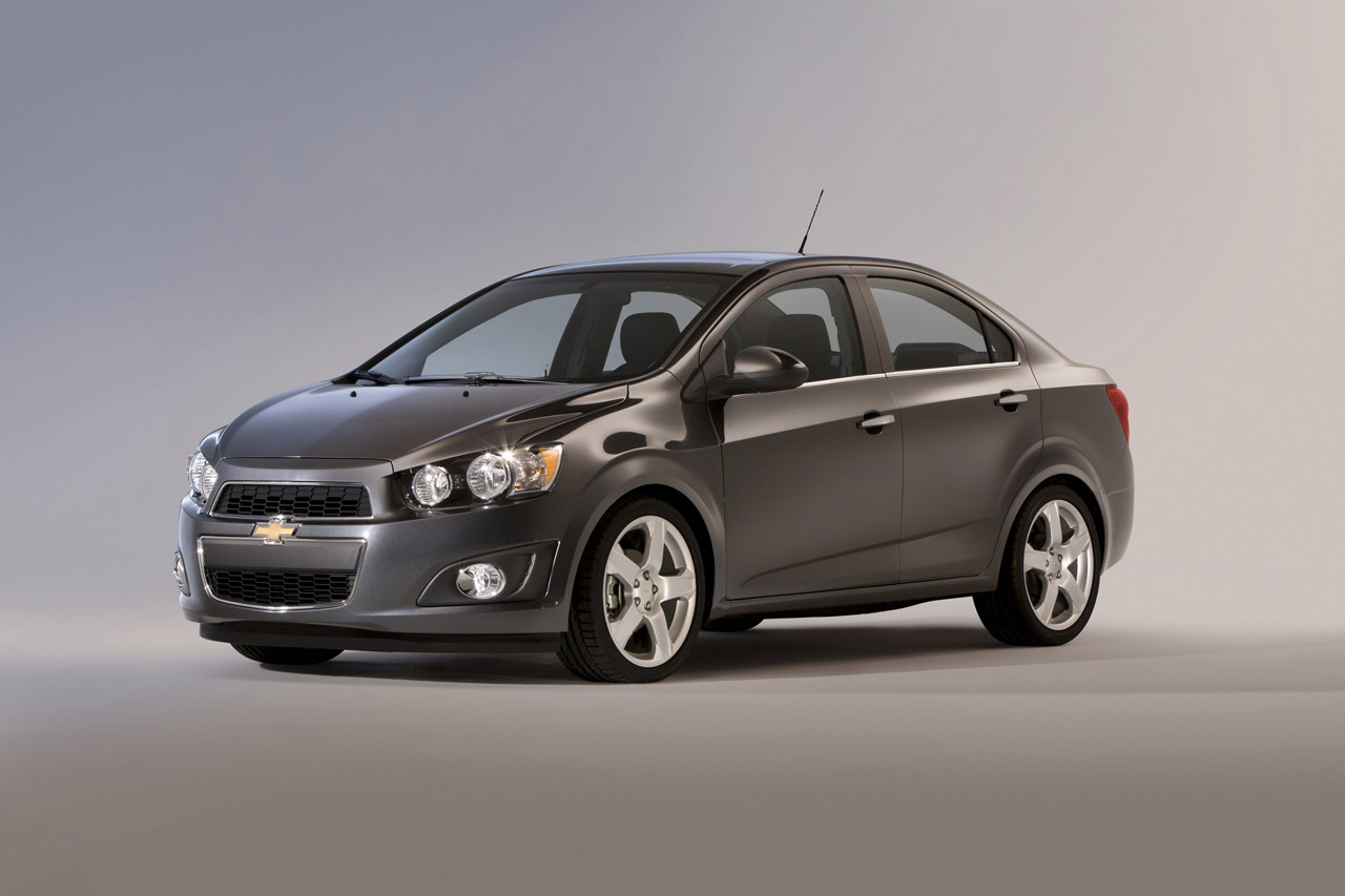 auto Chevrolet Sonic Sedan 2013
