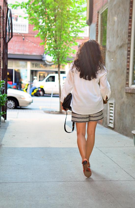 White tunic street style