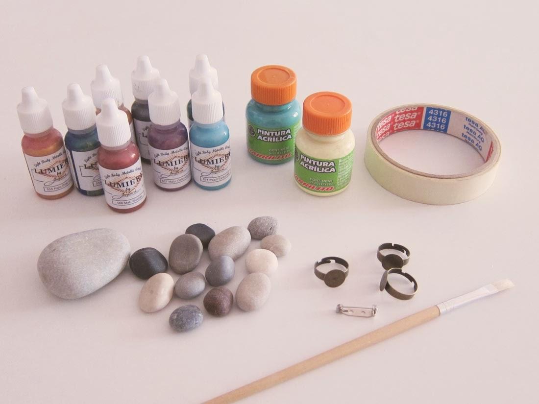 Diy piedras pintadas a mano geometr as recortables for Tecnica para pintar piedras