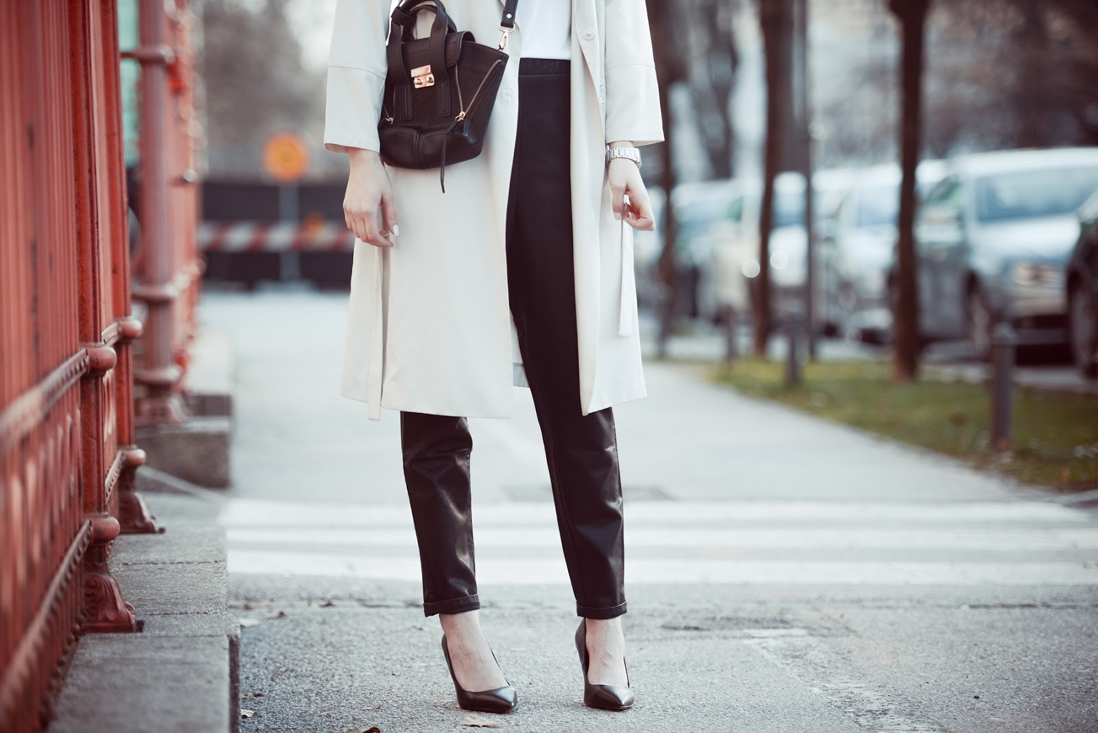 hm extra long nude trench coat, asos leather sweatpants, annaxi mini pashli bag, spring outfit look, style blogger, fashion blogger