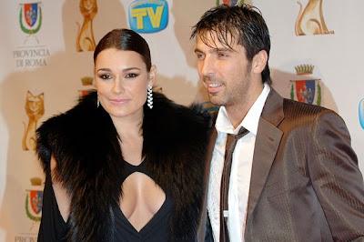 http://3.bp.blogspot.com/-b847xhiSGfc/UQYhI426fSI/AAAAAAAAHFc/InvxbG9ai5g/s640/Gianluigi+Buffon+Wife+Alena+Seredova+2013_2.jpg