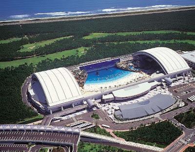 ocean dome 1%5B3%5D  قٌبة المحيط  أكثر الشواطئ الأصطناعية شعبية ، تخيل وكإنك امام شاطئ حقيقي !
