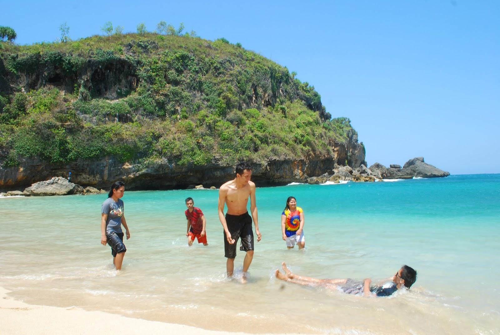 Rika Nofiani Journey Memanjakan Mata Di Pantai Ngrenehan