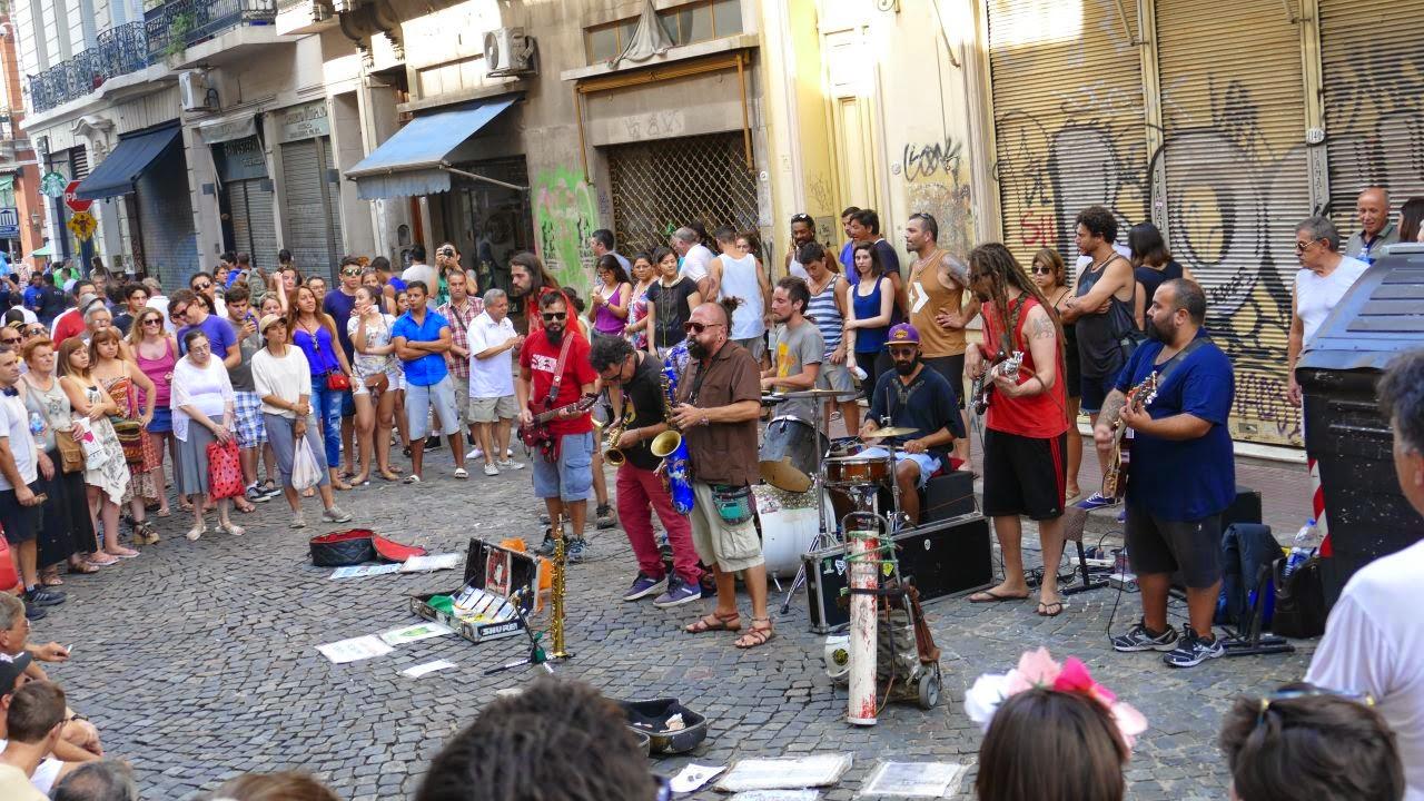Buenos Aires zu Fuss erkunden - Bands spielen in den Strassen