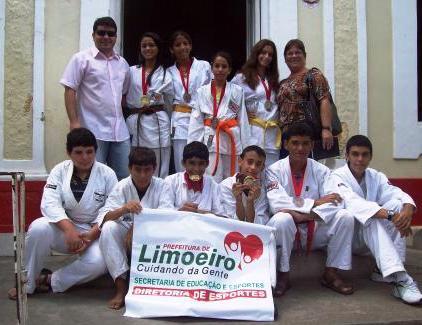 Seleção Limoeirense de Karatê se destaca em competição realizada na Paraíba