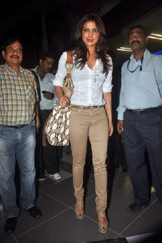 Priyanka Chopra's Cameltoe Pics exposing her tight pants cut thunder slim big fat thighs upskirt