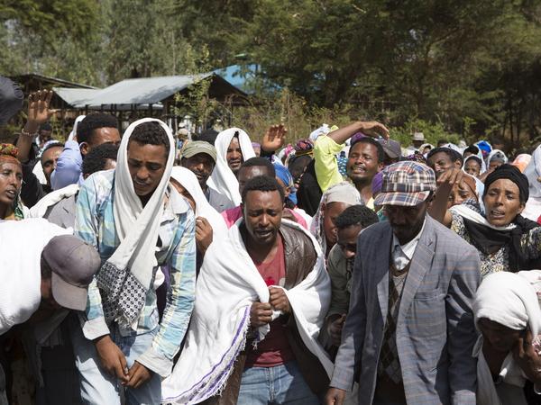 http://3.bp.blogspot.com/-b94LBURCSls/VnhAMsAx0DI/AAAAAAAAOp8/gvS2M2u9vLo/s1600/ethiopian%2Bmourners.jpg