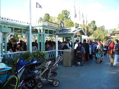 Line at Mark Twain Steamboat- Dapper Day