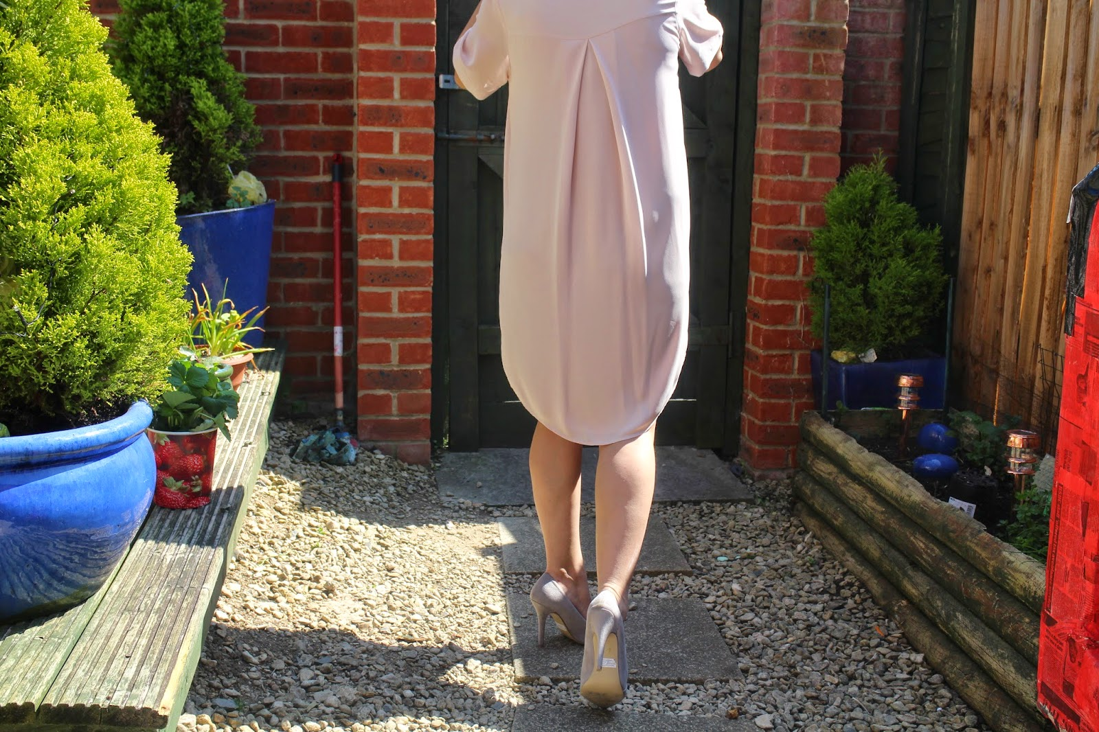 Topshop, maternity style, how to dress when pregnant, street style, Drape dress, spring summer look, OOTD, matalan shoes, matalan, fashion, fashion style,