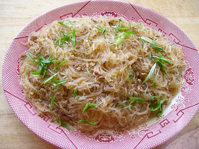 Traditional Chinese Recipes: Ma Yi Shang Shu (Ants Climbing a Tree)