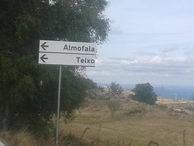 Placa sinalizar o Teixo e Almofala