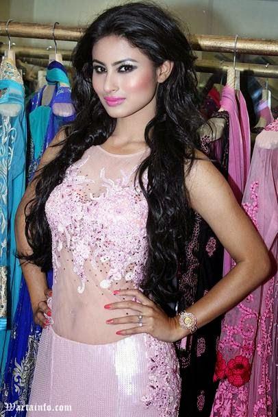 Foto Hot perut Seksi Pusar Mouni Roy Artis cantik India Pemeran Dewi Sati di Serial Mahadewa ANTV