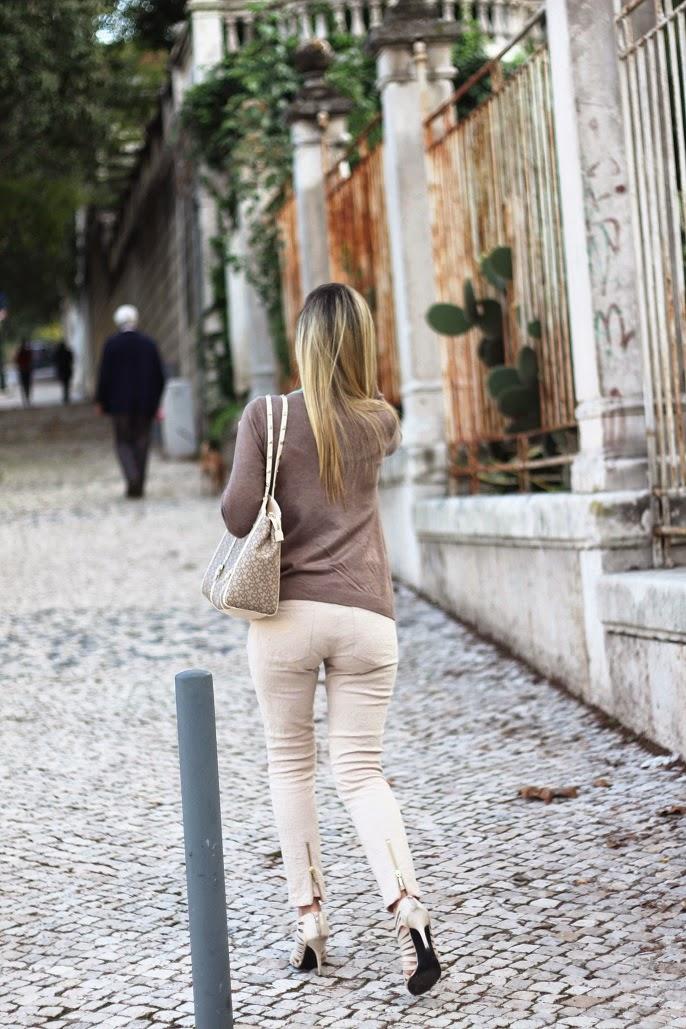look do dia, ootd, outfit, azul turquesa, verde capri, tons neutros, creme, castanho, padrão de bolas, polka dots, cardigan, casaco de malha, lanidor, dkny, bags, outono inverno 2014 2015, tendências, style statement, dicas de imagem pessoal, blog de moda portugal, blogues de moda portugueses, outono na cidade, lisboa, lisbon, autumn