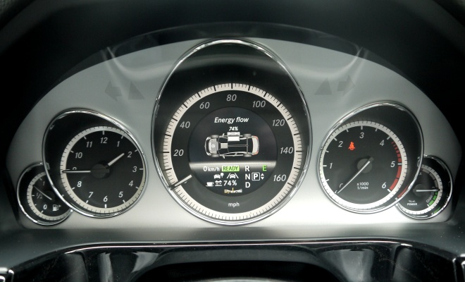 Mercedes-Benz E300 BlueTec Hybrid instruments