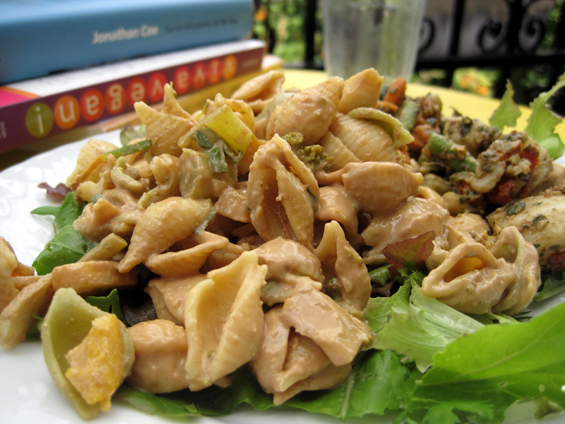 Salade de pâtes dorées au chou-fleur