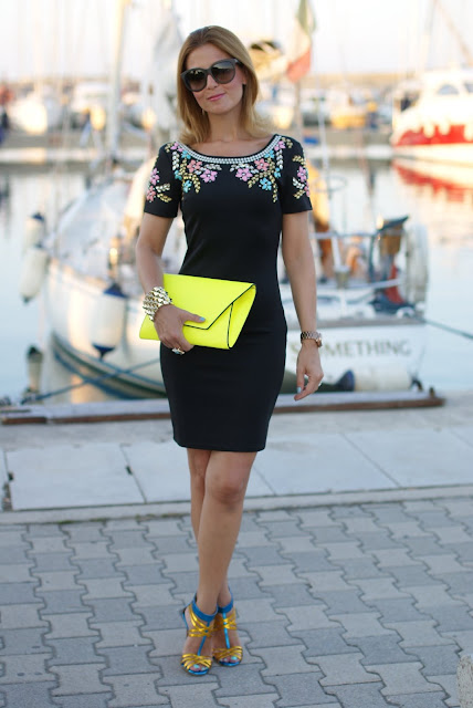 summer elegant outfit, black beaded dress, abito perline, Icone metallic leather shoes, Chi Chi regina dress, neon yellow clutch, Fashion and Cookies