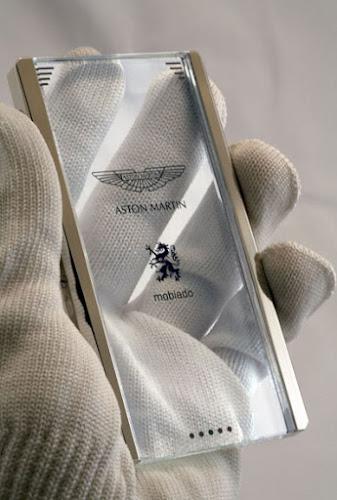 Le smartphone Mobiado - Aston Martin CPT002