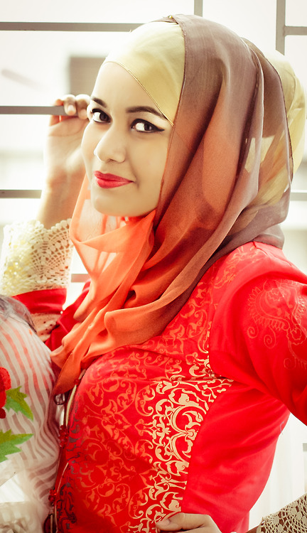 mc elhattan muslim girl personals The problem with dating as a muslim woman is almost always one of culture than religion having tried the 'marriage experiment' once, i know that religion doesn't play a role in the day-to.