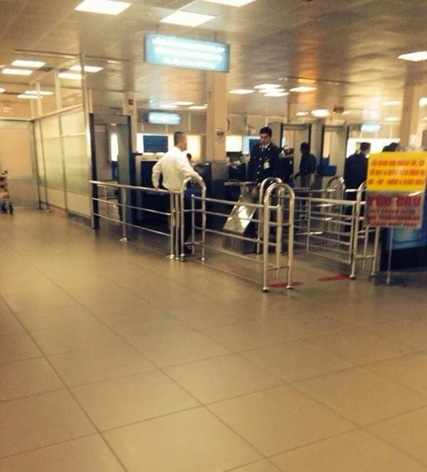 Thu Minh bức xúc vì bị đối xử thô lỗ tại sân bay 2