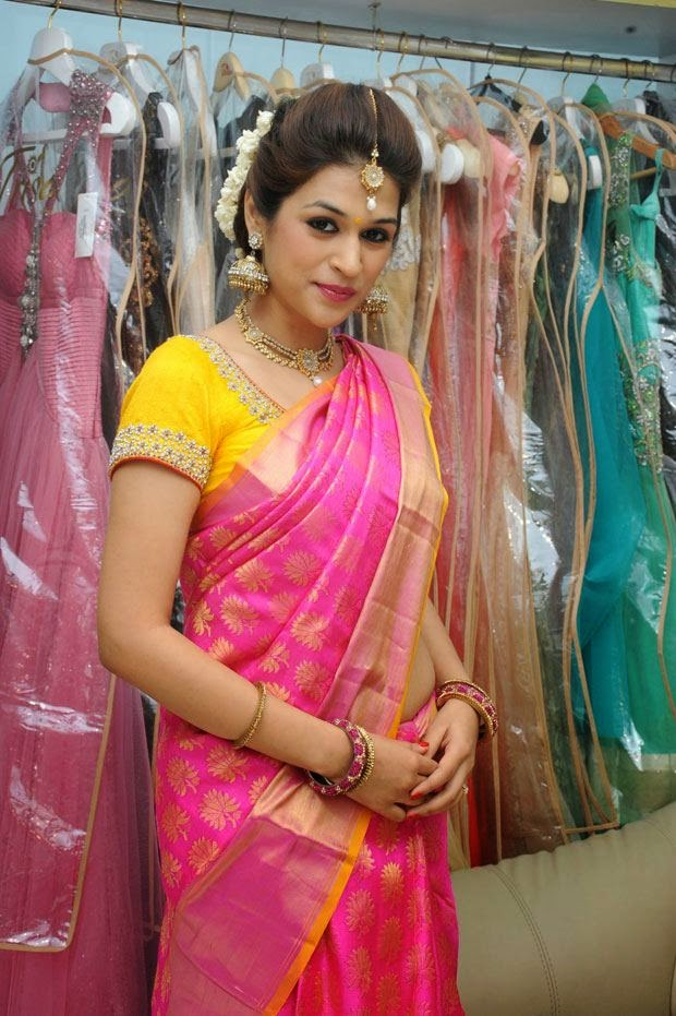 shraddha das hot saree pics