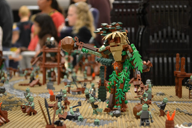 BrickCon 2011 LEGO Lord Of The Rings Sarumon's Fortress 3