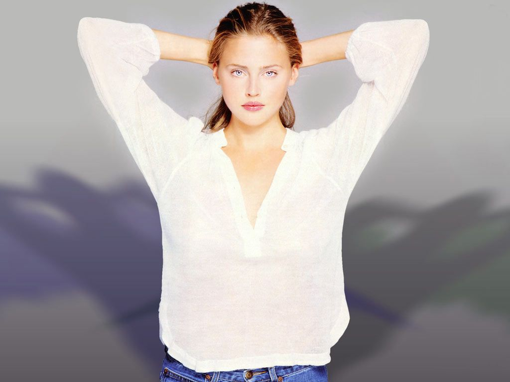http://3.bp.blogspot.com/-bBMycmYwBN0/TVoIseGUCGI/AAAAAAAAHbU/6TAejQkGSII/s1600/Estella+Warren+wallpaper+%252819%2529.JPG