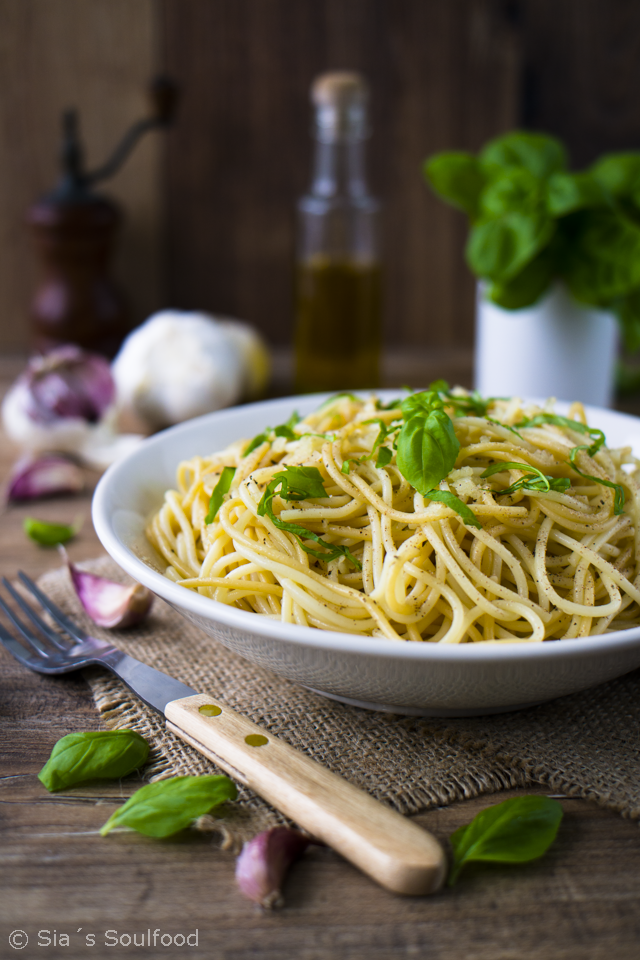 Mein absolutes Leibgericht: Knoblauch-Pasta mit Muskatnuss und Basilikum