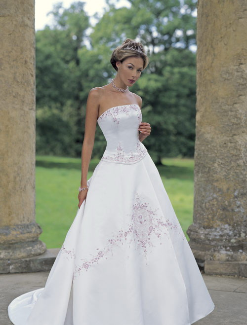 Wedding Gowns With Designs : The modern era of bridal dresses and gowns design