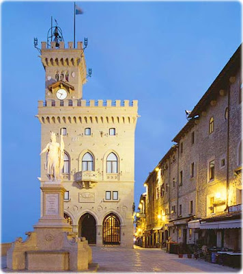 http://3.bp.blogspot.com/-bC-8IpNkcb4/UWBWGrG1P0I/AAAAAAAAJlM/T-l9jXrkcWg/s1600/central-piazza-city-capital-san-marino-night-view-illumination-government-house.jpg