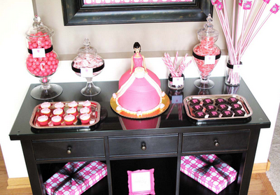 Vintage Bridal Shower Ideas on Hot Pink  Black   White Bridal Shower Ideas     With Vintage