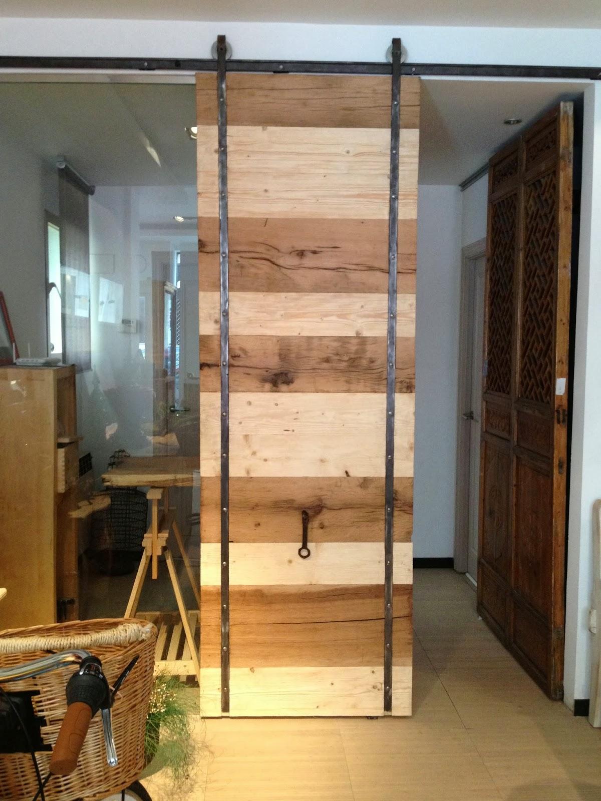 Aves de paso nuevas piezas for Puertas de madera reciclada