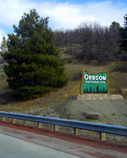 Welcome to Oregon sign on I-5