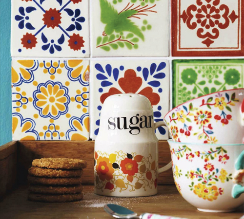 Mismatched+Vintage+crockery+and+retro+mugs Retro Home DIY Ideas for Decor | Colourful Flea Market Thrift Style