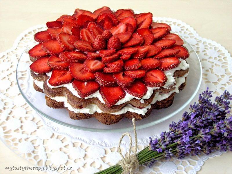 jahodová květina / dort