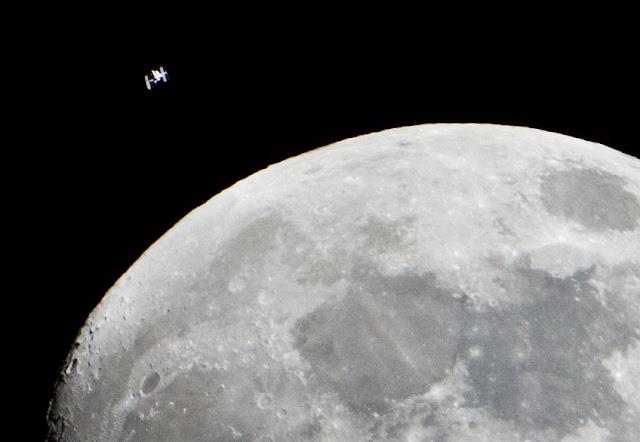El Hurgador [Arte en la Red]: Wickbold, EEI y la Luna, Äkkijyrkkä ...: elhurgador.blogspot.com.es/2012/01/wickbold-eei-y-la-luna...