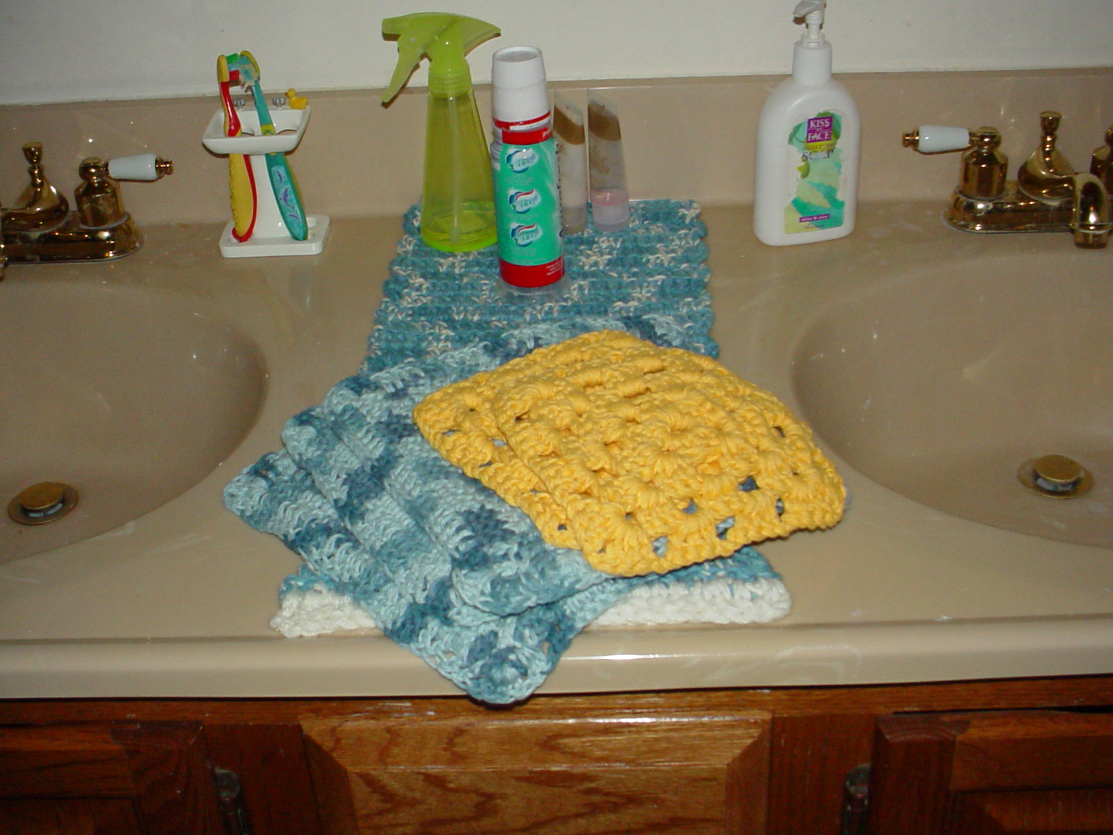 Free Craft Project - Crochet Topped Kitchen Towel | Buttonless