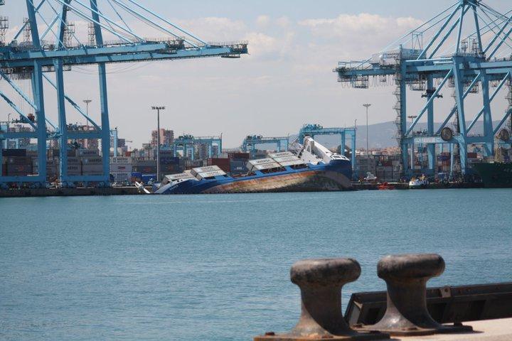 Blog de antonio c zar escora un barco en el puerto de algeciras - Puerto de algeciras hoy ...