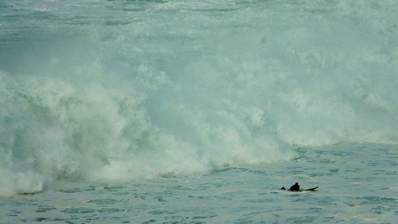 surf menakoz diciembre 2015 olas grandes 25