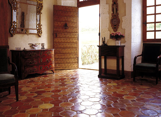 Terracotta floor 39 tharayodu 39 for Carrelage tomette rouge