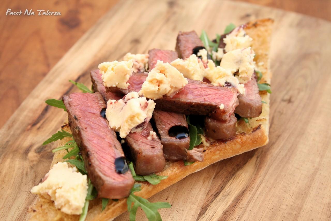 Ciabatta z wołowiną i aromatycznym serem