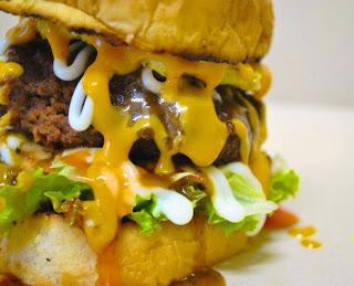 http://3.bp.blogspot.com/-bDO6YyLYkzw/T8ngJ9LI2tI/AAAAAAAABUw/NtkQhGOGV_Q/s1600/burger+bakar.jpg