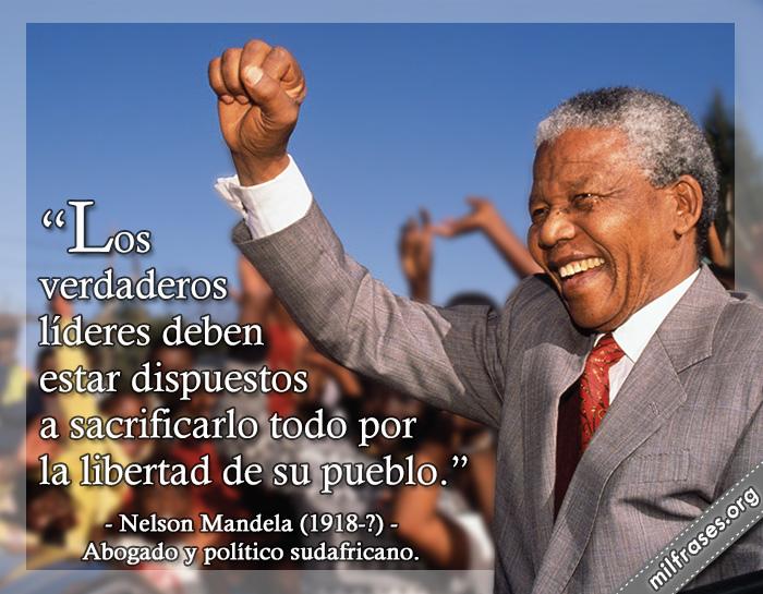 Los verdaderos líderes deben estar dispuestos a sacrificarlo todo por la libertad de su pueblo. frases de Nelson Mandela (1918-?) Abogado y político sudafricano.