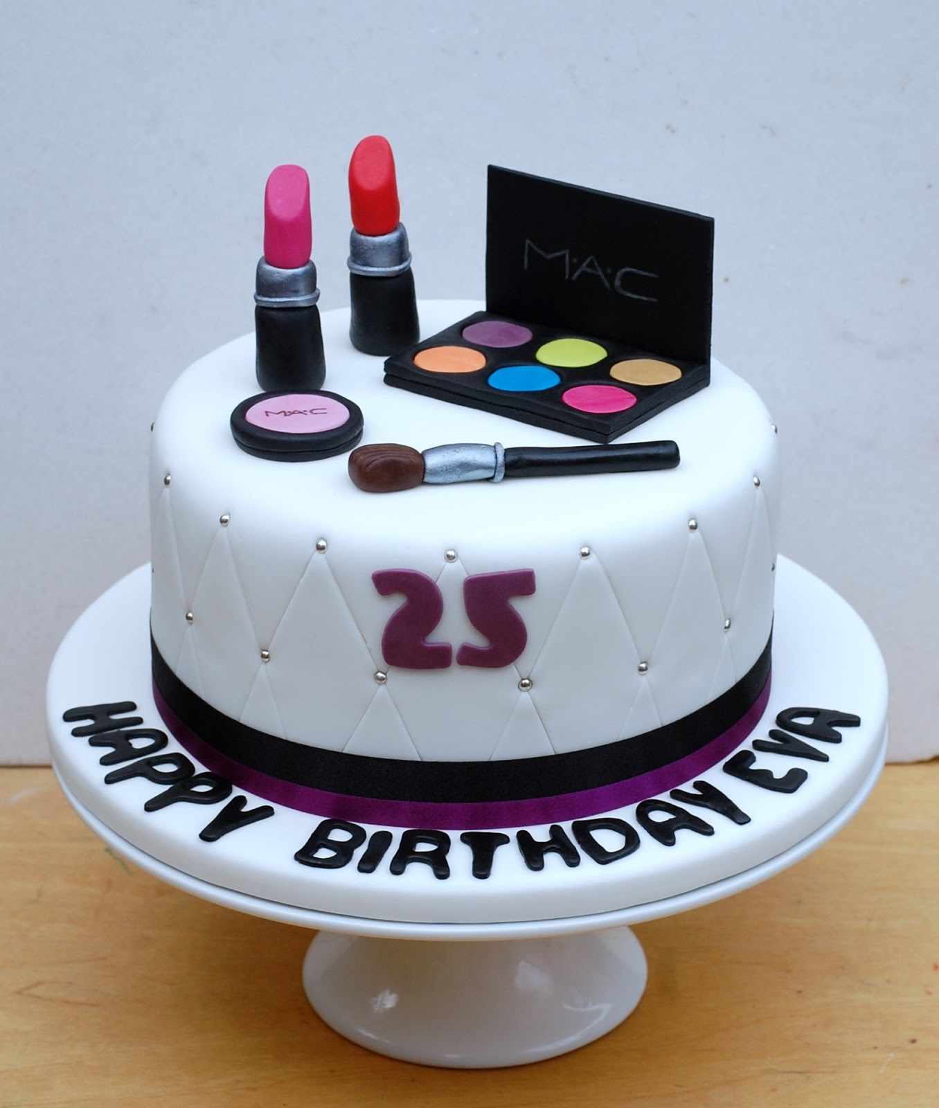 Simple Makeup Cake Design : Vanilla Frost: Make Up Birthday Cake