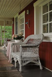 Mummonmökki-tyyliin sisustettu terassi - Muonamiehen mökki