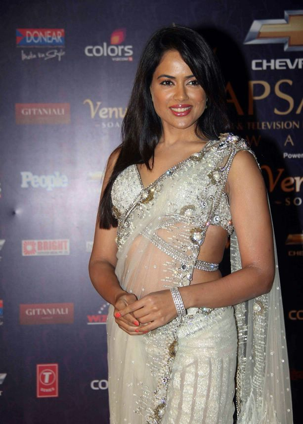 Sameera reddy White hot Saree1 - Sameera reddy in Hot White Saree at Apsara Awards 2012