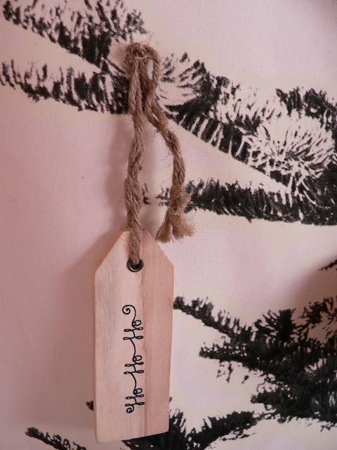 IKEA Wand Weihnachten Baum Tanne Weihnachtskugeln Deko Holz