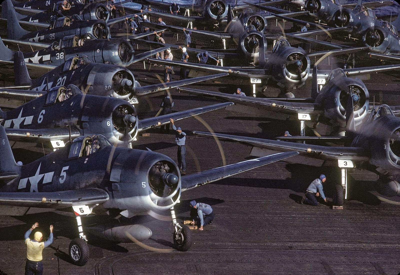 http://3.bp.blogspot.com/-bEMK0jZZ_EY/VLacVmgT6oI/AAAAAAABOMo/RnaiVpR_-A4/s1600/Rare+Color+Photographs+from+World+War+II+(8).jpg